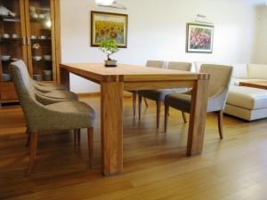 Luxusný dubový stôl